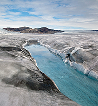 dark particles coat Greenland ice sheet and promote melting
