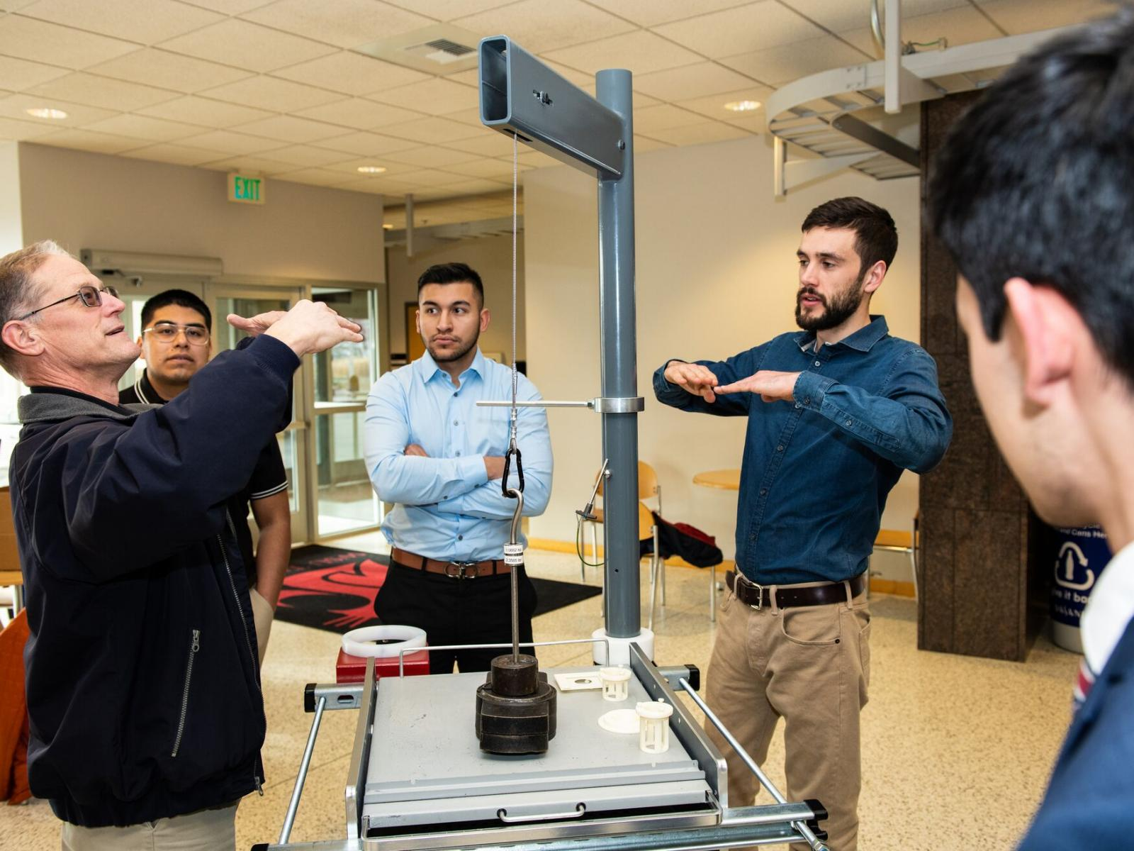 WSU engineering students demonstrate their detector lifting device.